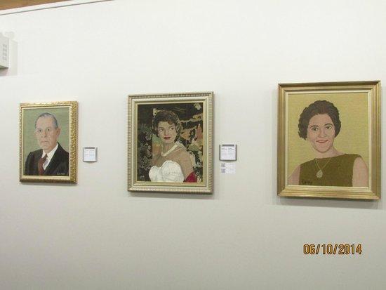 Les Trois Pignons: Rugs with recognizable portraits