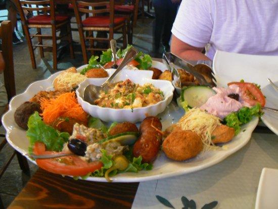 Island Lipsi: Mixed Mezze sharing platter (2 people)