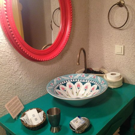 Hezen Cave Hotel: Bathroom