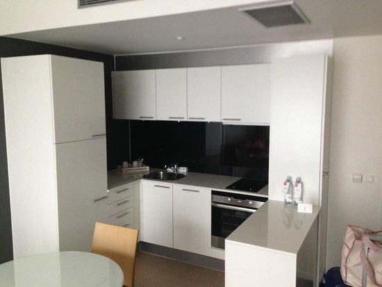 Adina Apartment Hotel Copenhagen: The kitchen