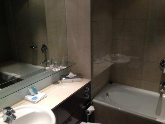 Adina Apartment Hotel Copenhagen: The bathroom