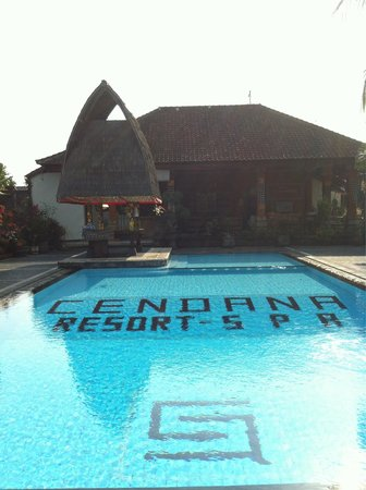 Cendana Resort and Spa: The other swimming pool by the front office.