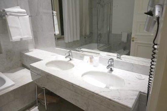 Hotel Albani Firenze: バスルーム2