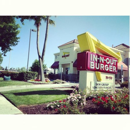 In-N-Out Burger: Outdoor