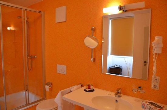 Rotes Ross Marktbergel: Bad im Zimmer Bayreuth