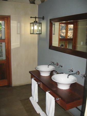 Divava Okavango Resort & Spa: bathroom