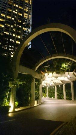 The Ritz-Carlton, Millenia Singapore: Hotel Entry/Exit