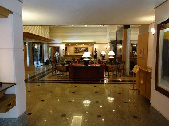 Trident, Cochin: lobby