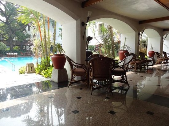 Trident, Cochin: by the pool