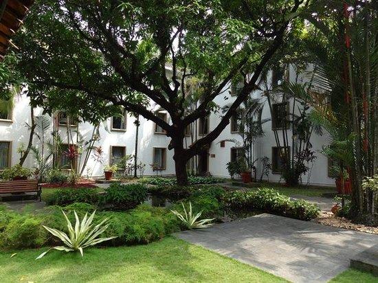 Trident, Cochin: garden