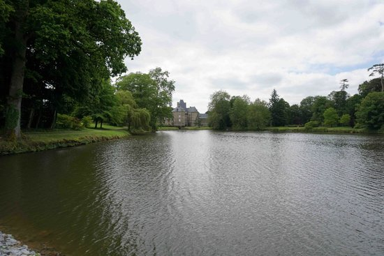 Chateau de Canisy: view of the chateau from across the pond