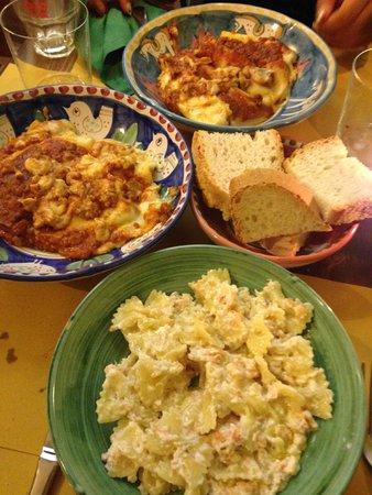 Cacio Vino Trallallà : the popular lasagne and the farfalla pasta with salmon and cream