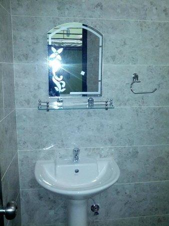 Jugaadus' Eco Hostel: Washbasin