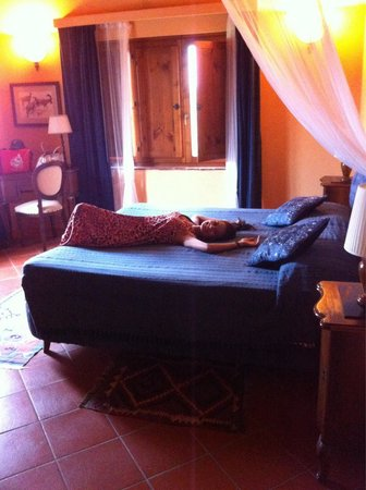 Torraccia di Chiusi: Lovely room matching our honeymoon��