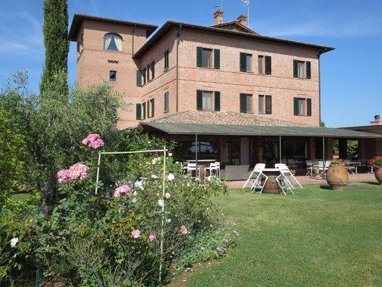 Locanda Poggioleone: Back of hotel