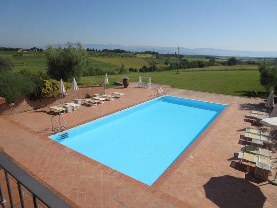 Locanda Poggioleone: Pool is amazing