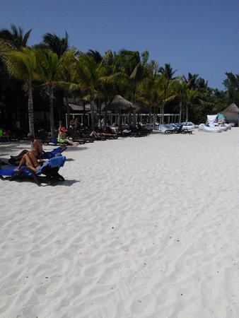 Sandos Caracol Eco Resort: adult beach