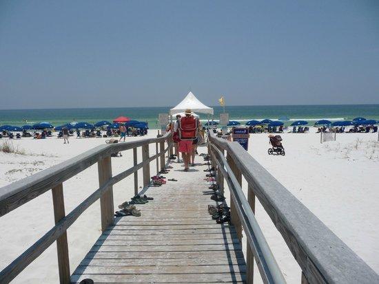 Portofino Island Resort: Walkway to the Beach