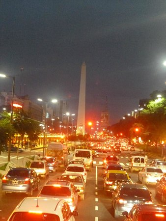 Salles Hotel : Vista del obelisco a la silida del hotel