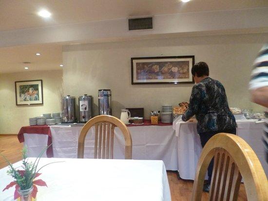 Salles Hotel: desayuno en comedor 2 do piso