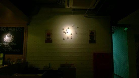 MaxOneHotels @ Vivo Palembang: unique wall clock