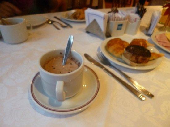 Salles Hotel: rico desayuno