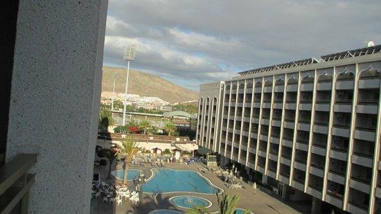 Kn Aparthotel Columbus: Looking onto the hillside / Tenerife's stadium