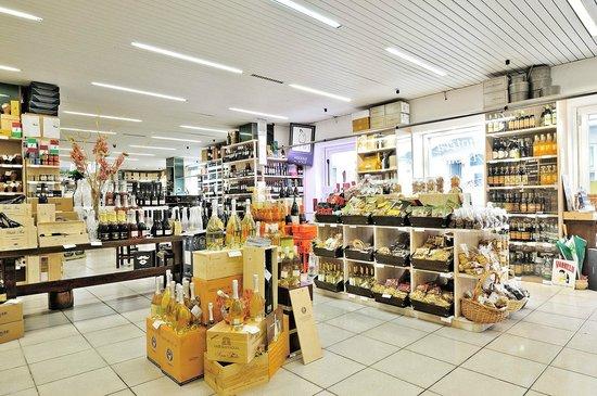 Numana, Ιταλία: la piu' grande esposizione e vendita di prodotti Marchigiani