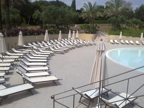 Le Cale d'Otranto Beach Resort: piscina deserta a meta' mattina