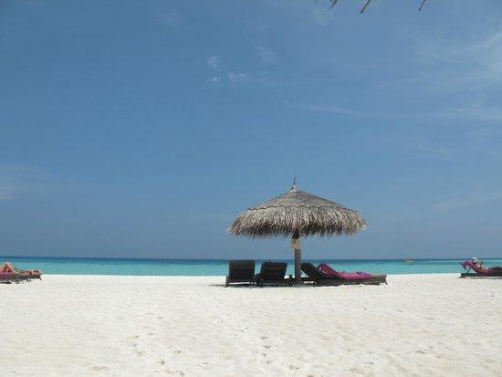 Constance Moofushi: Beach relaxation