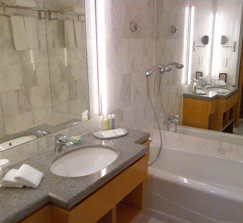 Amara Singapore Hotel: Sink