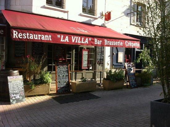 La Villa: Façade vu de la terrasse