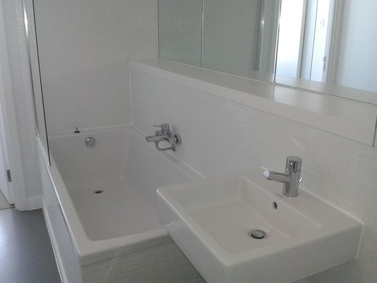Staying Cool at the Rotunda: Main Bathroom