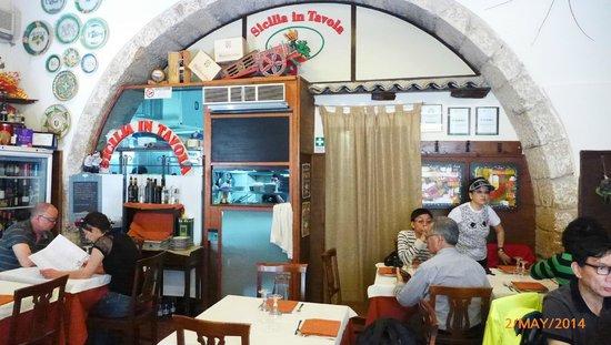 Sicilia in Tavola: The inside of the restaurant