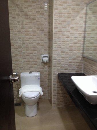 Midcity Hotel Melaka: Bath room