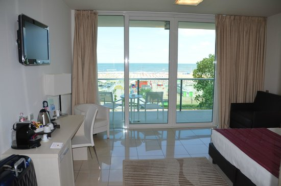Mercure Rimini Artis : View of room and balcony