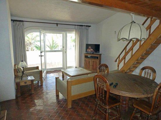 Club El Moro: Wohnraum mit großem Balkon