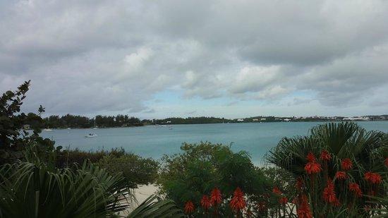 Grotto Bay Beach Resort & Spa: calm blue water