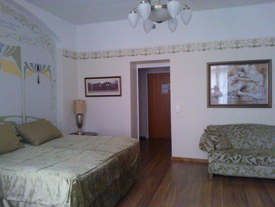 Arthur Hotel: chambre spacieuse au 5ème