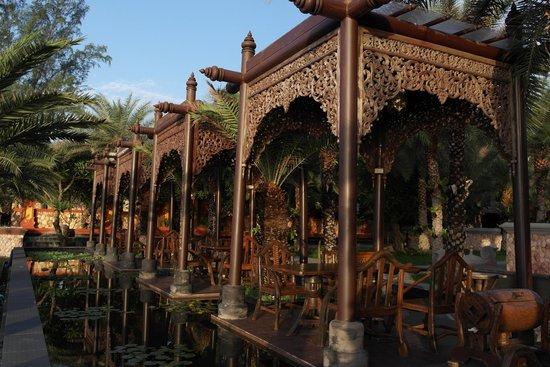 Ammatara Pura Pool Villa: Al-fresco dining area