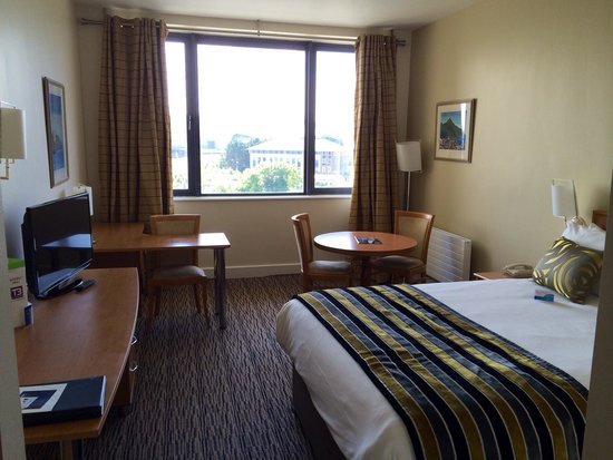 Radisson Blu Hotel, Dublin Airport: Room 526 Spacious, clean, and comfortable.
