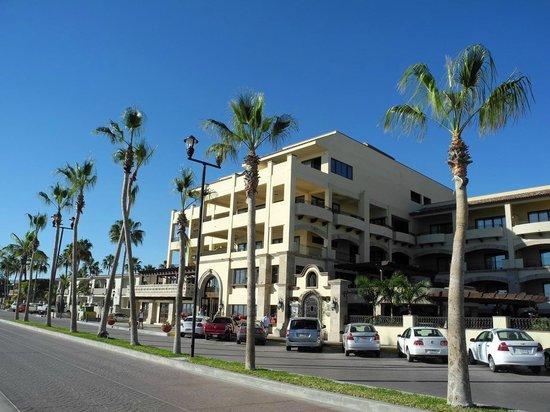 La Mision Loreto: Das Hotel von der Straße aus gesehen