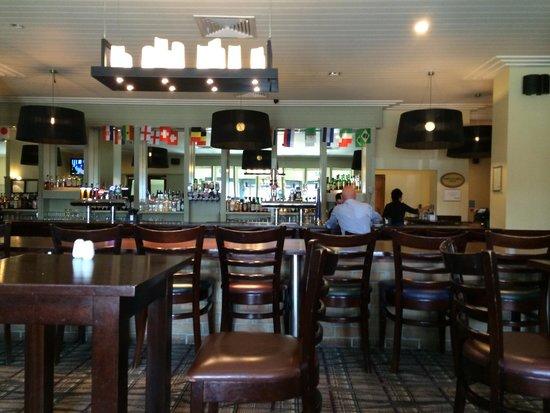 Radisson Blu Hotel, Dublin Airport: Bar area