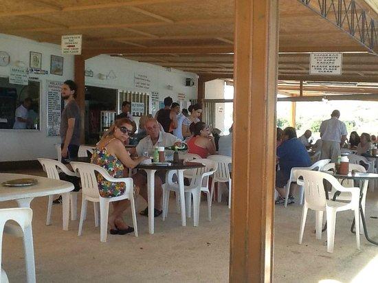 Melanda Beach Restaurant : View of the restaurant