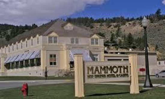 Mammoth Hot Springs Hotel & Cabins: hotel
