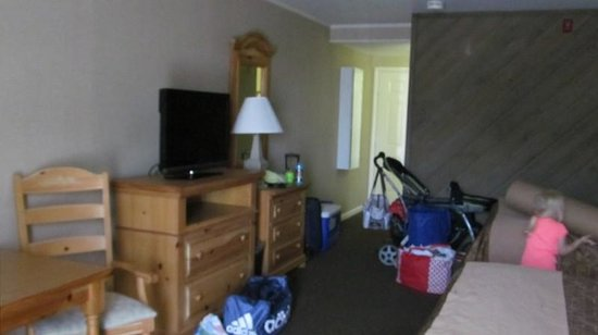 BEST WESTERN Chincoteague Island: blurry view of tv, seating and beds