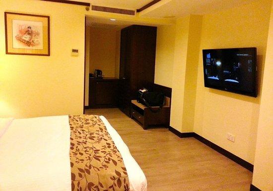 Village Hotel Albert Court by Far East Hospitality: Slippery when wet