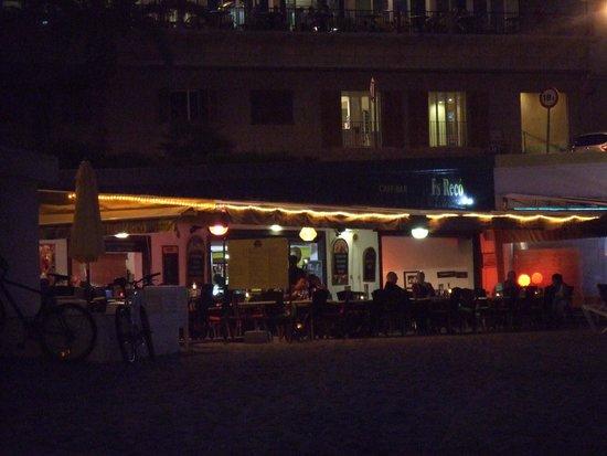 Café bar Es Recó: Es Reco at night