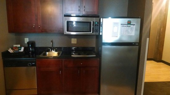Homewood Suites by Hilton Indianapolis-Downtown: Full kitchen