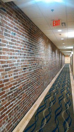 Homewood Suites by Hilton Indianapolis-Downtown : Reclaimed brick